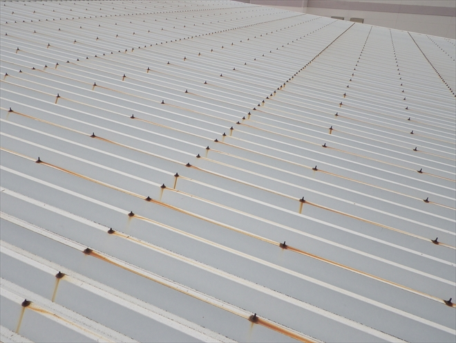 金属の折板屋根も塗装が必要です