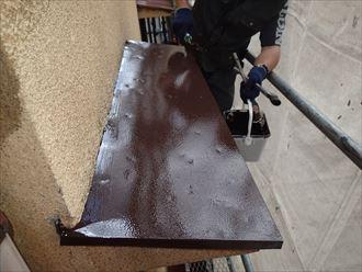 荒川区東日暮里でカバー工事をしない霧除け屋根に塗装を行いました