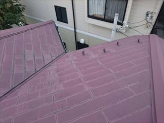 屋根の谷部分は雨水が集まります