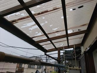 小平市小川西町で雹(ひょう)によって穴が空いた波板を火災保険で直します