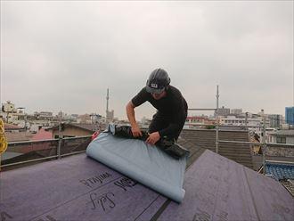 墨田区東向島でガルテクトフッ素で屋根カバー工事を行います