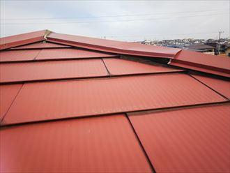 足立区東和で屋根調査で棟板金が浮いているのを発見