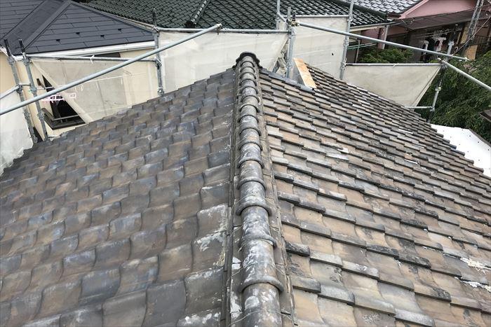 屋根葺き替え工事前の瓦屋根全景
