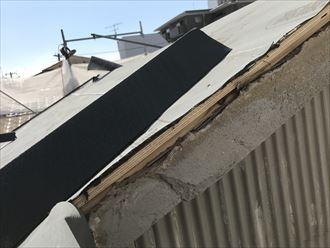 屋根の横面ケラバを取り付けます
