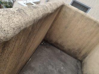 港区麻布台でバルコニー床の防水とモノプラル塗りの外壁調査
