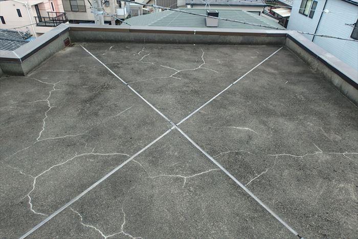 陸屋根防水のひび割れ劣化