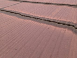 スレート屋根の隙間