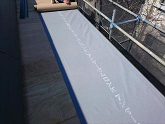 勾配が緩い屋根には防水性の高いガムロンを使います