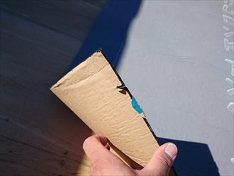 厚みがあるルーフィングを貼り付けます