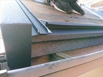 軒先とケラバの板金も屋根と一体になる様に加工します