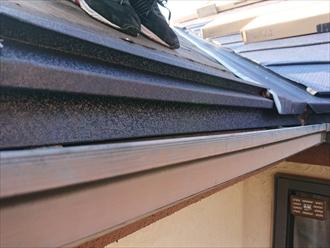 水切りに屋根材が嵌り一体化します