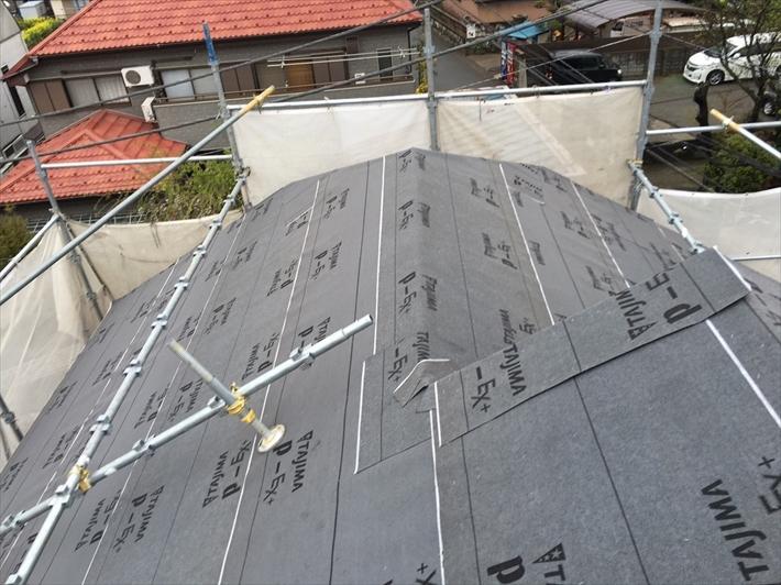 多摩市聖ヶ丘でアーバニー葺きの屋根をエコグラーニで葺き替え工事します