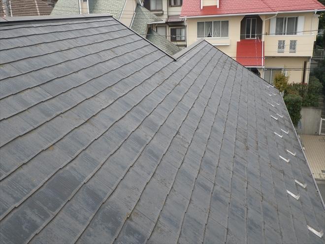 スレート葺き屋根は塗装をしてあります