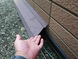 八王子市片倉町で飛散した棟板金を樹脂製の貫板を使用して交換工事します