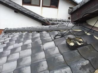 瓦屋根の棟には漆喰が詰めてあります