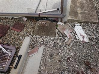 重い屋根材が落下したら非常に危険です