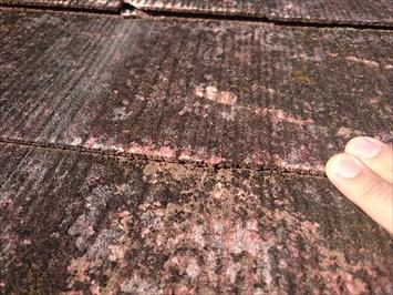 下地にも傷みが出ているので葺き替えが必要な屋根