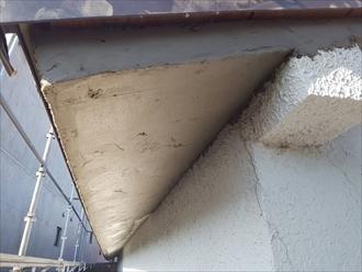 モルタルを塗って軒天の下地を作ります