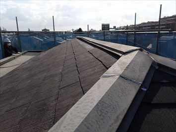 スレート屋根の棟