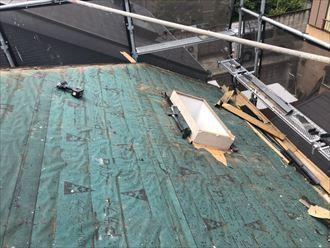北区堀船で天窓から雨漏りを屋根葺き替えと天窓の撤去で改善