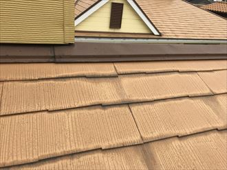 スレート屋根の水染み