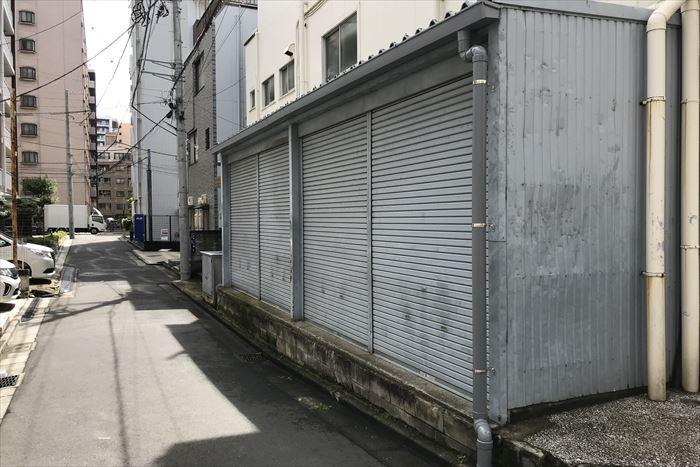 墨田区太平で倉庫の破損した雨樋交換工事を実施、その他の部分交換も対応致しました