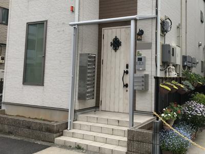施工後の庇が付いた玄関