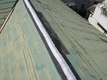剥がれた棟部分からの雨水の浸入を防ぎます