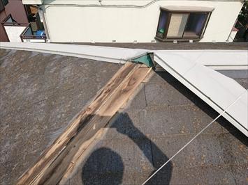 府中市西原町で台風の強風で飛ばされた屋根の棟板金を火災保険で直します