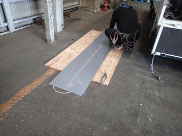 ガルバ鋼板切断