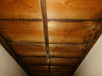 雨漏りしている天井