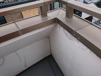 バルコニーの笠木は雨水が入り込みやすい部分です