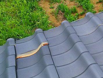 瓦屋根の浮きの様子