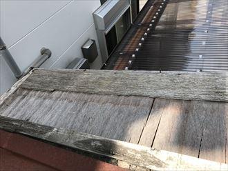 水を吸って木材が弱っています