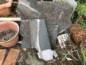 お庭に落下したスレートの破片