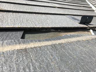 屋根の内側に欠片が残っています