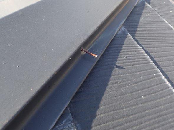 棟板金の釘劣化