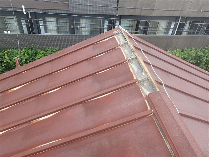 棟が飛ばされた瓦棒屋根