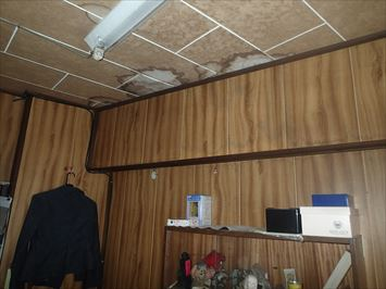 室内雨漏りの様子