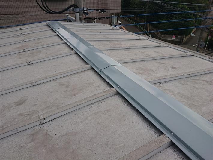 ガルバリウム鋼板製の棟板金