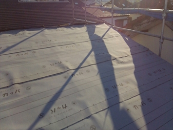 新しいルーフィングで雨水の浸入を防ぎます