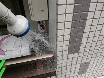 府中市若松町で雨漏りの原因調査の為に散水試験を実施しました
