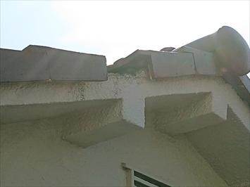 屋根の側面の袖瓦が無くなっています