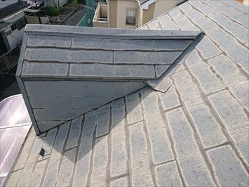台風の強風によって浮いた棟板金