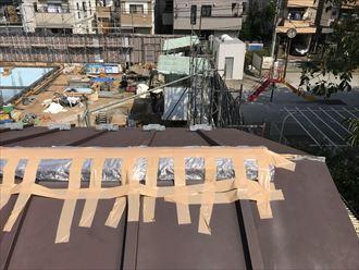 豊島区北大塚で台風被害により棟板金が飛散、ブルーシート養生を行いました。