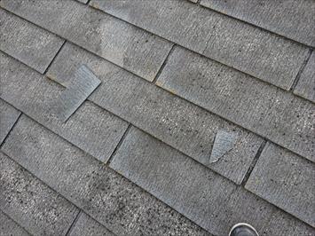 屋根の上には欠片が落ちています
