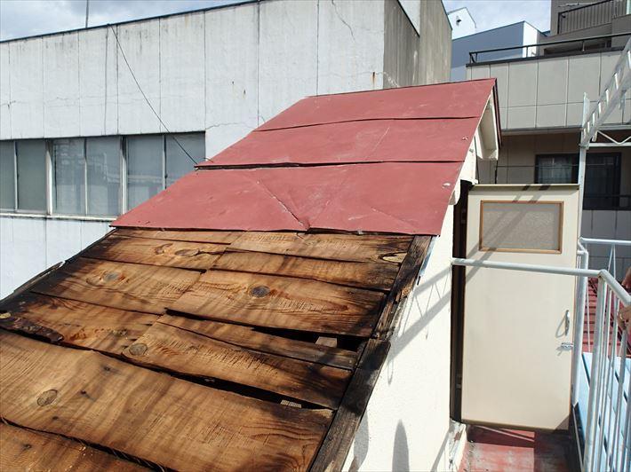台風で飛ばされた屋根