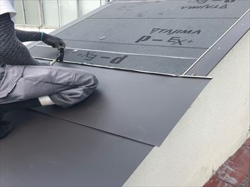 墨田区向島で台風で飛ばされたトタン屋根の貼り替え工事を行いました