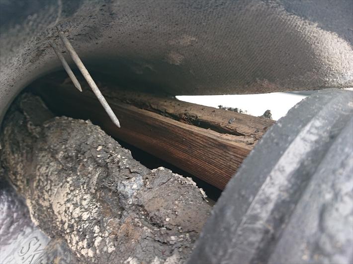芯木が腐って釘が効いていません