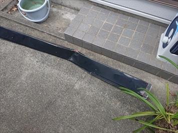 台風の強風で落ちてきた棟板金